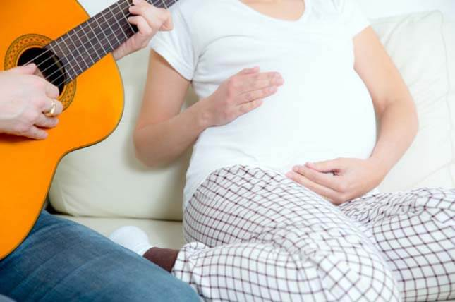 5 Positive Benefits of Music for Pregnancy