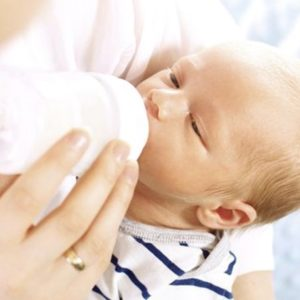 Breastfeeding and Formula Feeding: What is the difference?